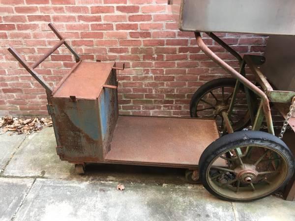 Photo Welding table, welder cart, cutting torch cart - $450