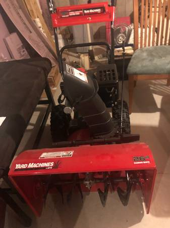 Photo Yard Machines 2 stage 26quot gas snowthrower - $500 (MIDDLEBORO)