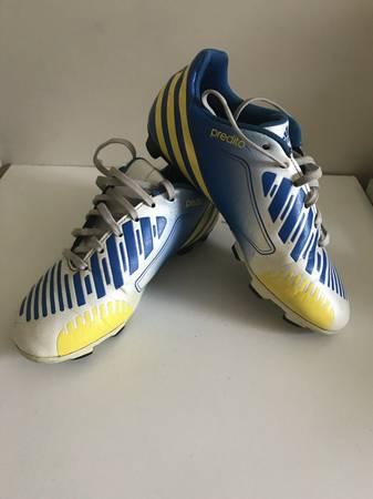 Photo Youth Adidas Predator Predito Soccer Cleats Boys Size 5 - $5 (Tiverton)