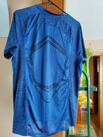 Photo mens Fila athletic shirt - $7 (Somerset)