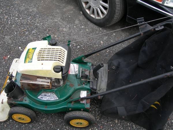 Photo yard man chipper vac 6.5 hp - $125 (norton)