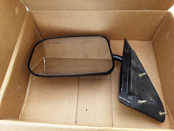 Photo 1973 to 1987 Chevy or GMC left SIDE Mirror - $75 (Sicklerville)
