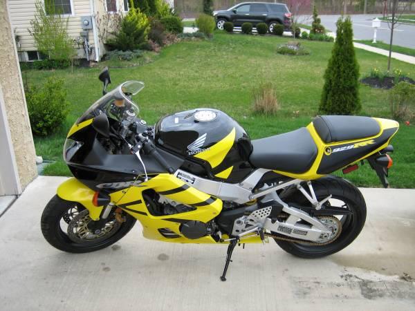 Photo 2001 Honda CBR 929RR Motorcycle - $4,995 (Sicklerville)