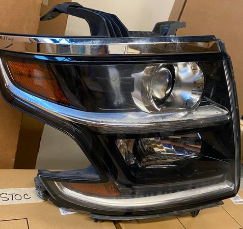 Photo 2015-2019 Chevy Tahoe OEM RH Headlight Assembly - $150 (CHERRY HILL)