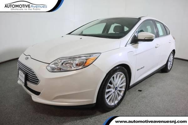 Photo 2017 Ford Focus, White Platinum Metallic Tri-Coat - $12,495 (Automotive Avenues)