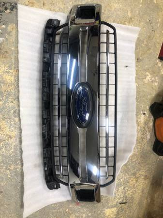 Photo 2018 ford f150 oem grill used - $175 (egg harbor twp)