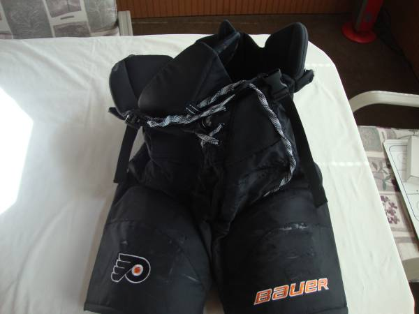 Photo Bauer Hockey Pants Flyers Mens M - $50 (South Jersey)