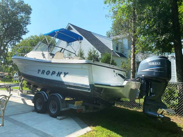Photo Bayliner Trophy walk around boat with cabin. 26 ft - $17,500 (Fair Lawn)