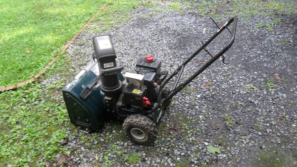 Photo CRAFTSMAN SNOW BLOWER 22quot - $200 (Mount Holly)