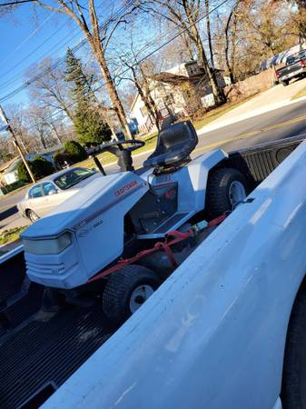 Photo Craftsman 13.5HP 6 speed ride on mower 42quot deck - $100 (Deptford)