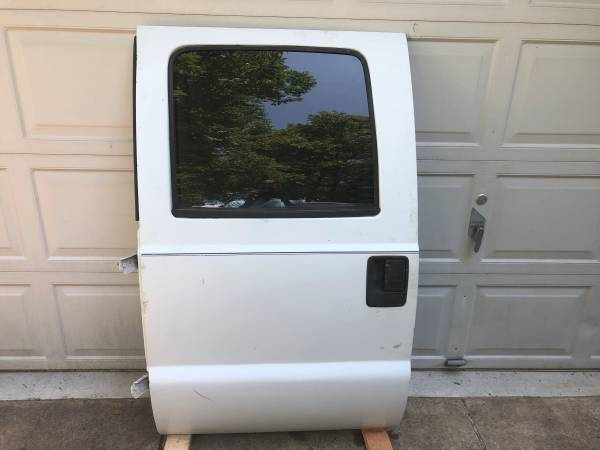 Photo Ford F250 F350 99-03 LH Driver Rear Door Shell White Crew Cab - $199 (Merchantville)