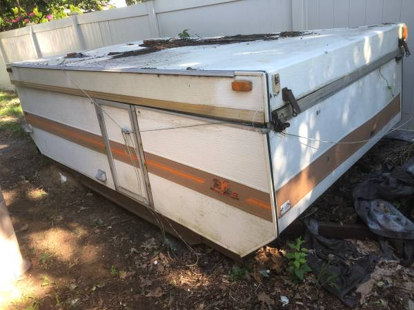 Photo Free pop up cer with trailer (Edge water park)
