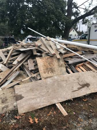 Photo Free wood and pallets for pickup (Cinnaminson NJ)