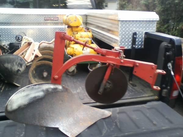 Photo Garden Tractor Moldboard Plow, Sleeve Hitch, Brinly, Allis Chalmers - $200 (Vineland)