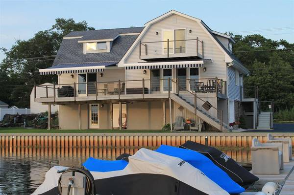 Photo Great Egg Harbor Riverfront with deep water and amazing sunsets  W... 3 Beds (Egg Harbor Township)