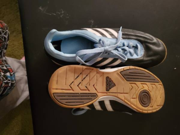 Photo Indoor Soccer Shoes - Womens - $15 (Marlton)