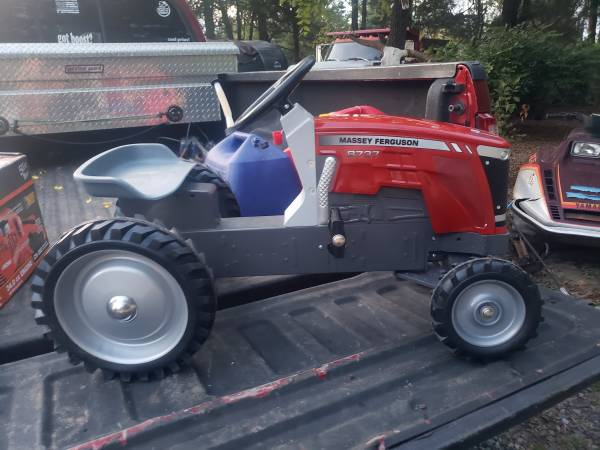 Photo Massey 8737 pedal tractor - $175 (Southton Township)