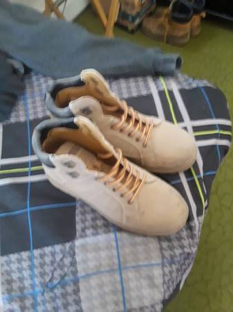 Photo Mens work boots size 9 - $5 (Pennsville)