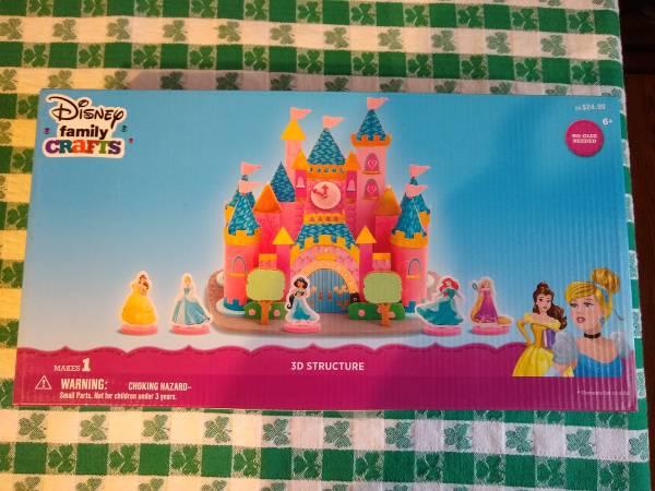 Photo NEW Disney Family Crafts Build Your Own Princess Castle - $10 (Mantua)