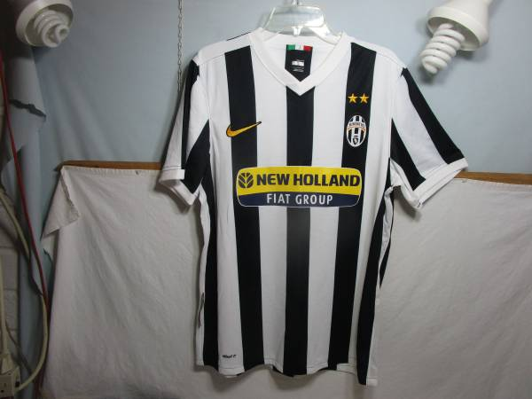 Photo NIKE JUVENTUS New Holland FIAT Group Italy Soccer Jersey - $20 (Cherry Hill)