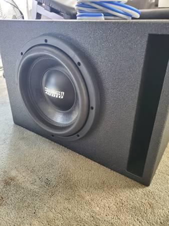 Photo Sundown Audio SA-10 subwoofer in nice ported box  Free 8 gauge wiring - $200 (Northfield)