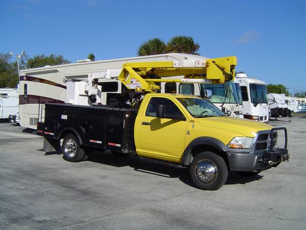Photo 11 Bucket truck Dodge Cummins diesel boom 45ft 4x4 winch $29995 - $29,995 (cocoa)