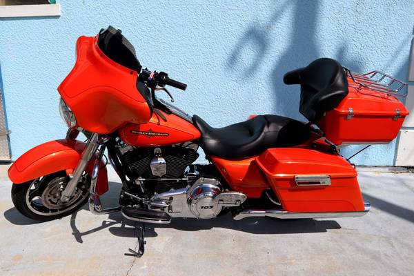 Photo 2012 Harley Davidson Street Glide with Quick Detach Tour Pack - $12,900 (Palm Bay)