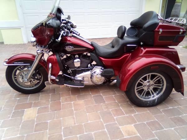 Photo 2012 Harley Davidson ULTRA Trike LOADED CLEAN STOCK 31K RUNS 100 - $15,999 (INDIALANTIC)