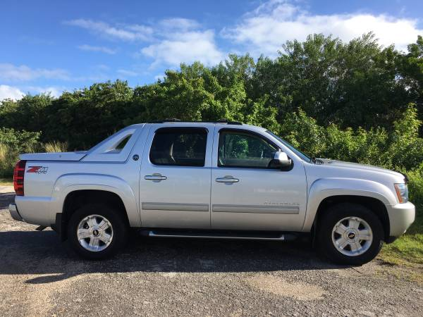 Photo 2013 CHEVY AVALANCHE LT  Z71 4WD ONLY 107K MILES CLEAN CARFAX - $21,800 (FINANCING YES (772) 212-3005 PSL)