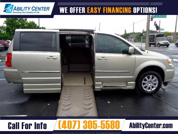 Photo 2015 Chrysler Town and Country Wheelchair Van Handicap Van - $35,900 (4401 Edgewater Drive, Orlando, FL 32804)