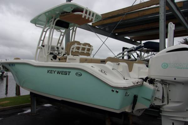 Photo 2019 Key West 239 FS 250 Yamaha 160 Hours - $69,945 ( Boat and Motor Superstores )