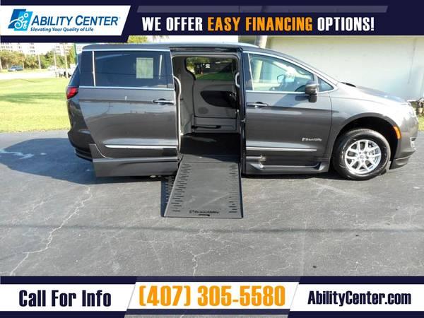 Photo 2020 Chrysler Pacifica Wheelchair Van Handicap Van - $73,130 (4401 Edgewater Drive, Orlando, FL 32804)