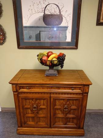 Photo Beautiful solid wood Buffet server cabinet, 38 x 18 x 35 call - $99 (Rockledge)