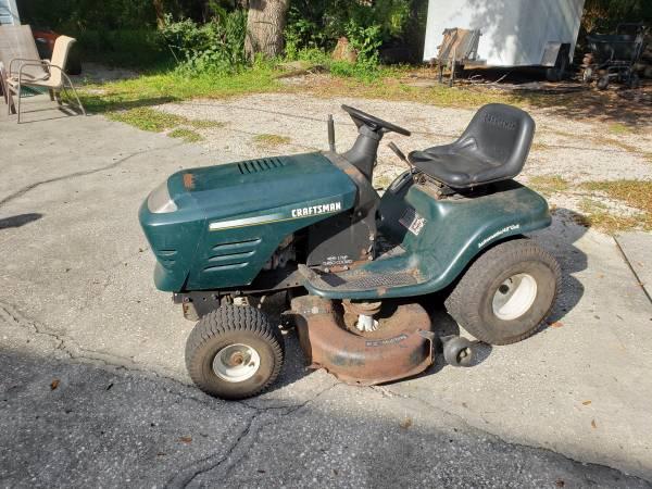 Photo Craftsman Riding Lawn Tractor - $350 (MERRITT ISLAND)