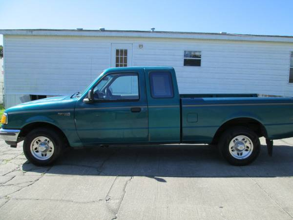 Photo EON AUTO FORD RANGER EXT CAB 4-CYL 5-SPEED CASH SPECIAL $2295 - $2,295 (COCOA)