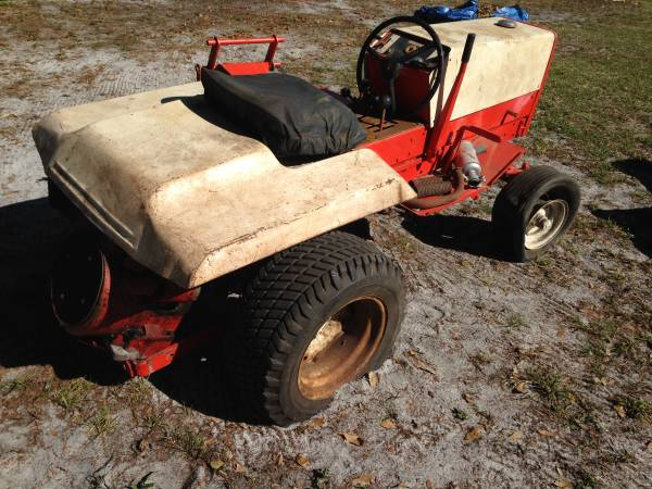 Photo Gravely tractor with mower deck - $175 (Port St John)