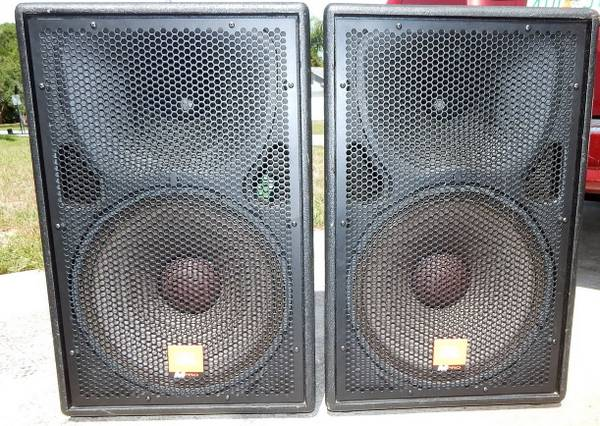 Photo JBL MP415 PA band dj speakers with covers great shape - $395 (port st john)