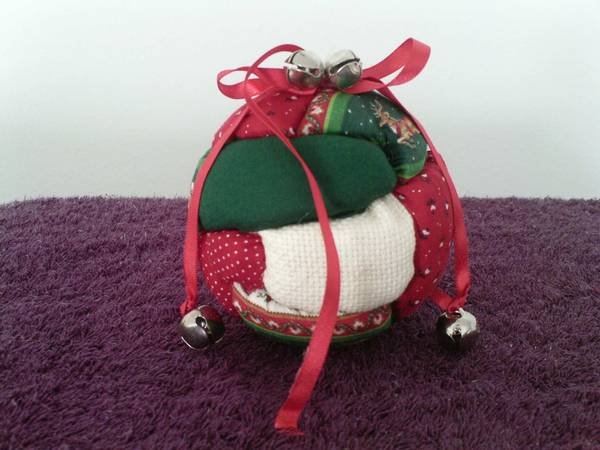 Photo MISTLETOE - 4quot Diameter Red  Green Cloth Ball - $10 (PALM BAY)