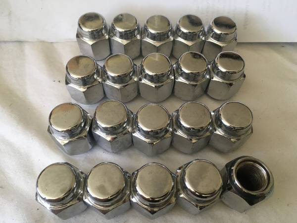 Photo New Toyota Tundra LUG NUTS, for STEEL wheels (20) - $9 (MELBOURNE VILLAGE)