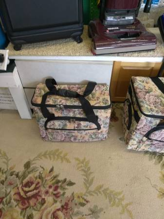 Photo New portable sewing machines cases - $15