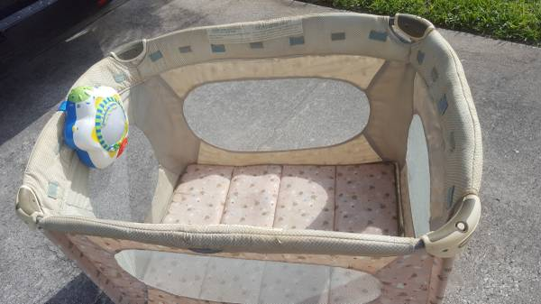 Photo Pack and Play Portable Crib w Crib Soother - $30 (Satellite Beach)