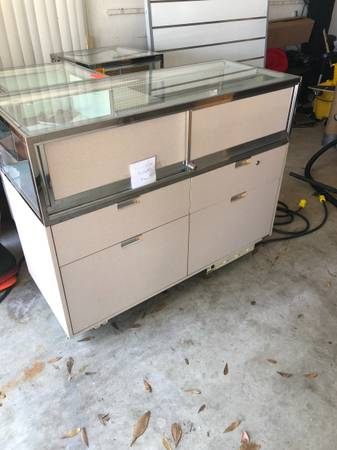 Photo Retail jewelry display cases - $300 (Melbourne)