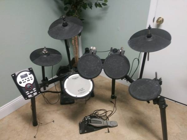 Photo Roland TD-11K Electronic Drumset - $500 (Titusville)