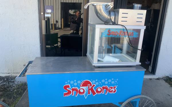 Photo Snow cone machine shaved ice and cart - $1 (Cocoa)