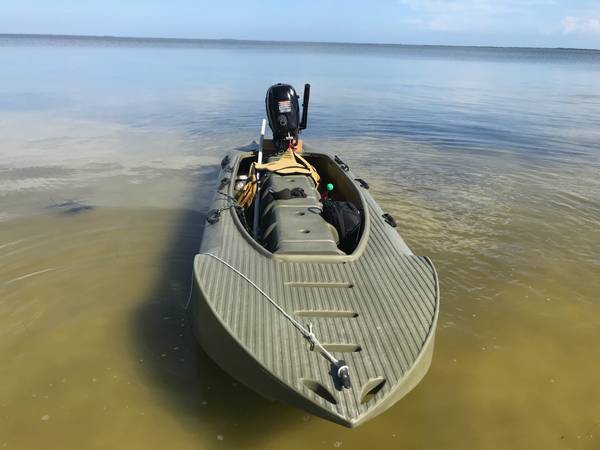 Photo Wavewalk S4 with 6HP Tohatsu outboard - $3300 (COCOA)