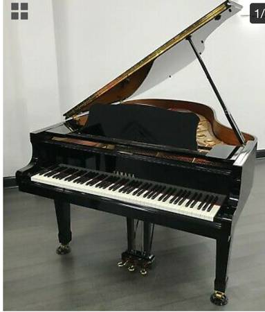 Photo YAMAHA PIANO SALE $995.00  UP. Black hi gloss, U1 Satin Ebony, P-22 - $995 (MELBOURNE, STATEWIDE delivery is possible  super Cheap.)