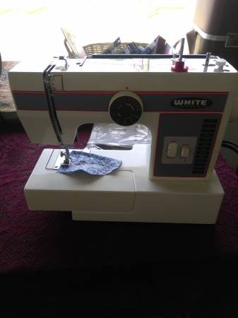 Photo NEW SEWING MACHINES ON SALE - $65
