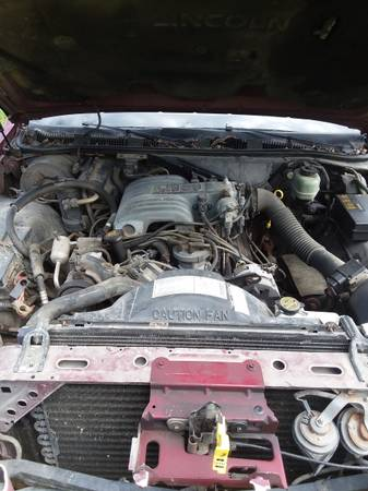 Photo 1990 302 ford engine - $400 (calder)