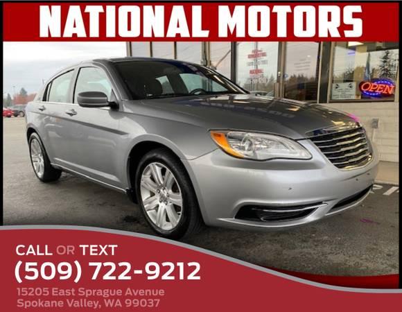 Photo 2013 Chrysler 200 Sedan LX - $5,995 (_Chrysler_ _200_ _Sedan_)