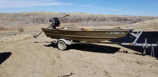 Photo 2016 G3 Flat bottom Duck boat wBeavertail Mudmotor - $4100 (Billings)